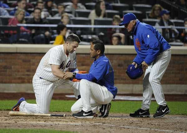 Mets' David Wright is seen by trainer Ray