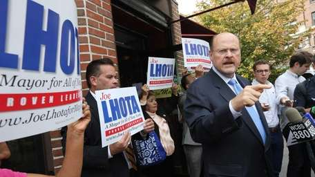 Republican Mayoral candidate Joe Lhota speaks with the