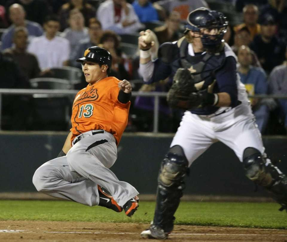 Ducks runner Adam Bailey scores past Somerset Patriots