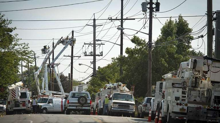 LIPA and other utility crews work to repair