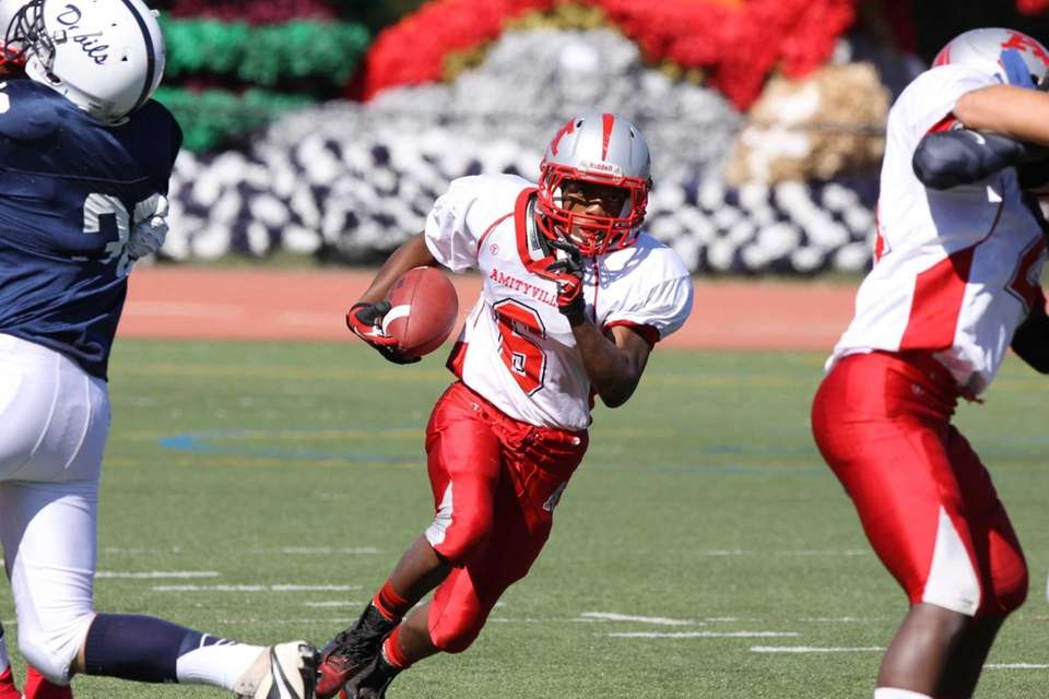 Amityville's Cameron Grady runs the ball during a