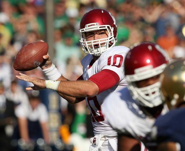 Oklahoma quarterback Blake Bell passes against Notre Dame.