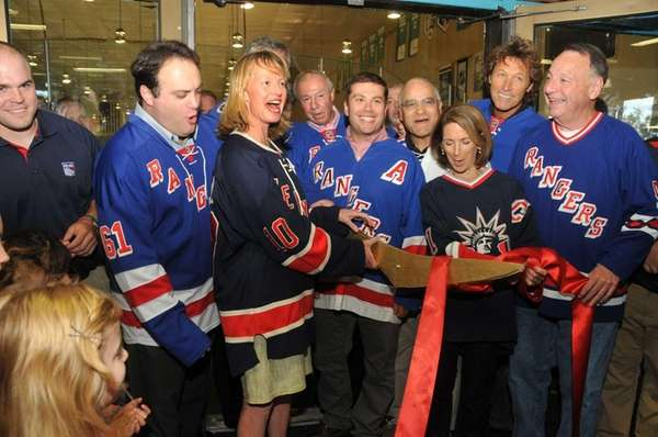 Long Beach officials and former New York Rangers