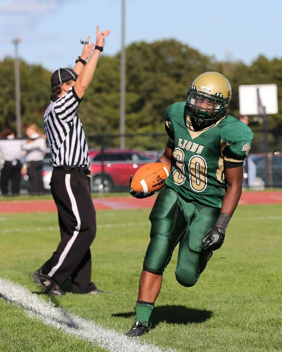 Longwood's Marquis Marshall scores against Sachem North. (Sept.