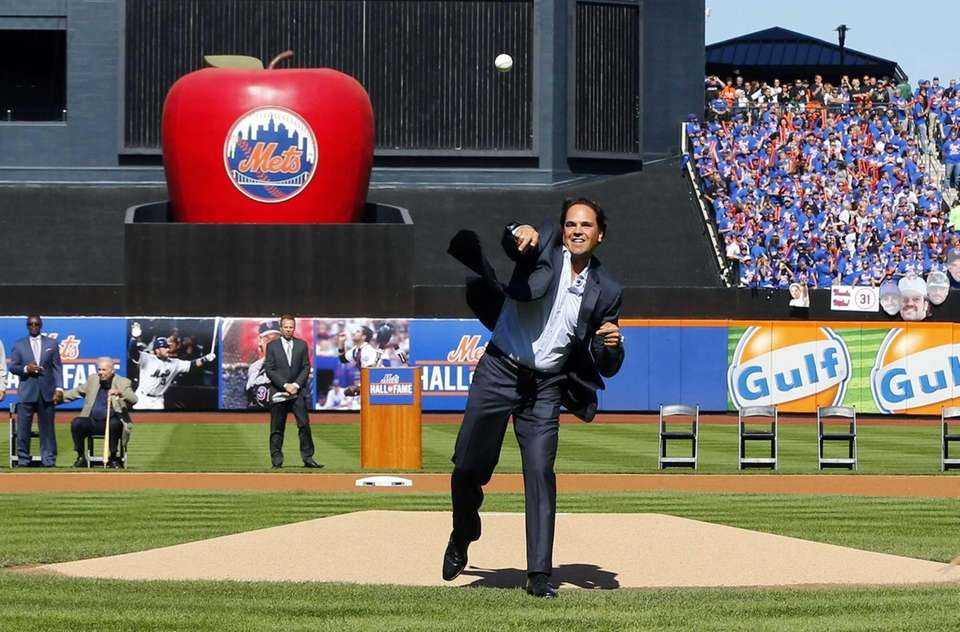 Mike Piazza throws the ceremonial first pitch before