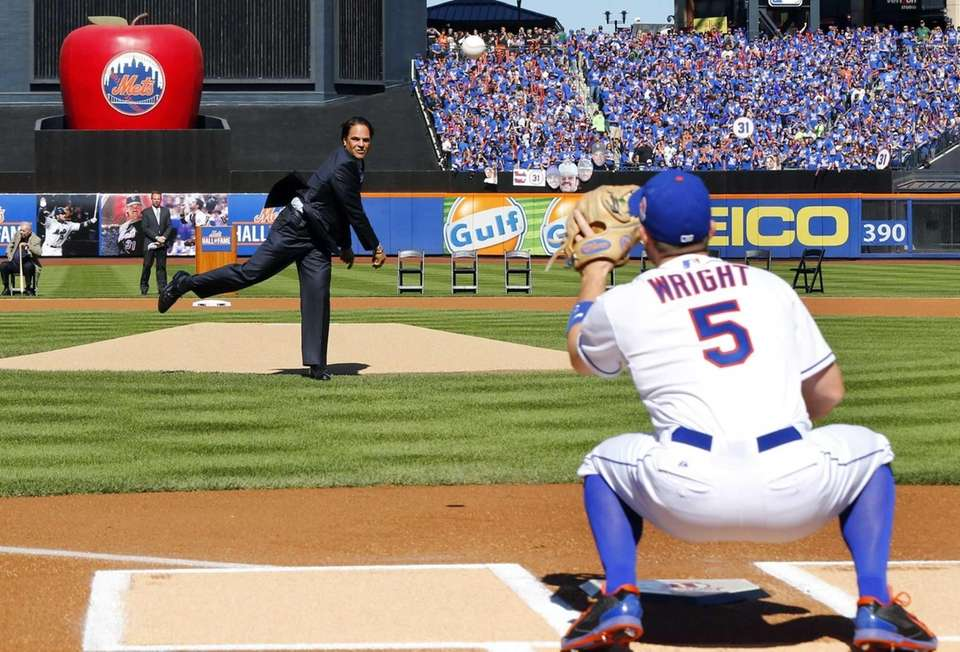 Mike Piazza throws the ceremonial first pitch to