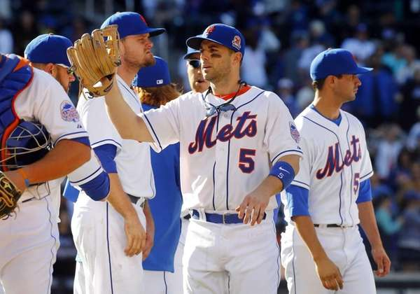 David Wright celebrates with his team after defeating