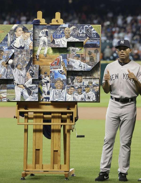 Mariano Rivera gives a thumbs up to a