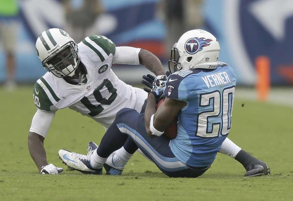 Tennessee Titans cornerback Alterraun Verner (no. 20) intercepts