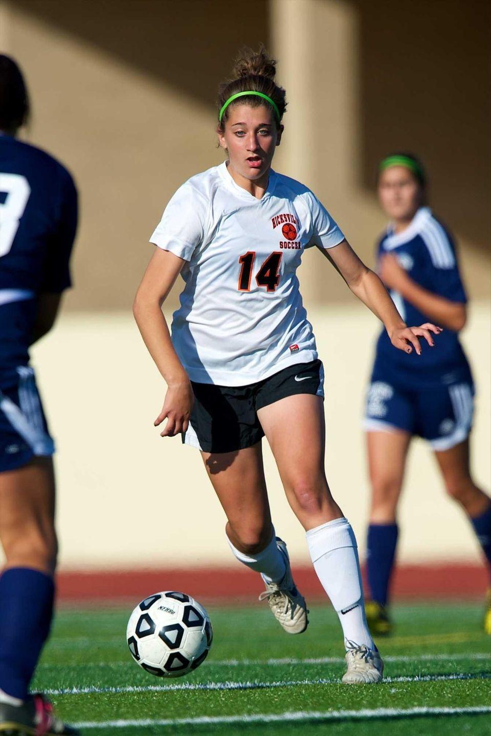 Hicksville's Courtney Locurcio (14) handles the ball at