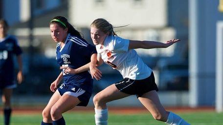 Hicksville's Brenda Quinn (10) battles for a loose