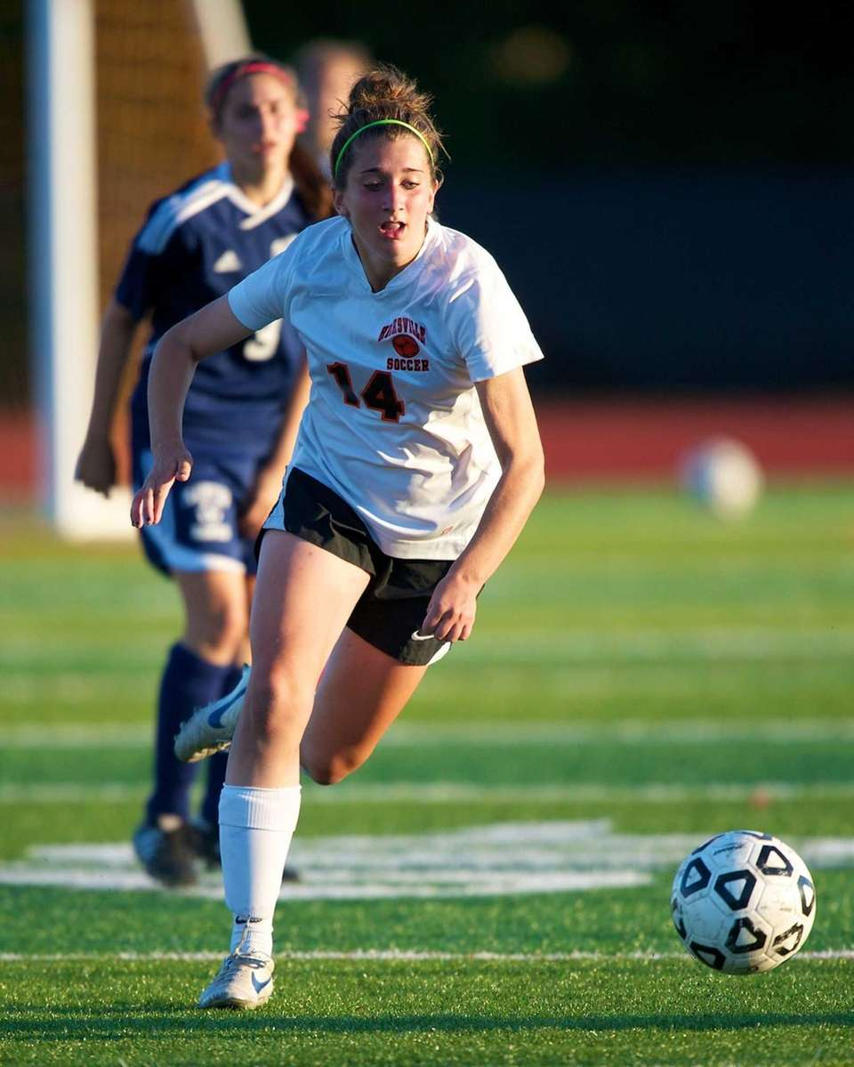 Hicksville's Courtney Locurcio (14) runs down a ball