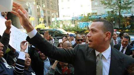 Yankees' Alex Rodriguez arrives at the offices of