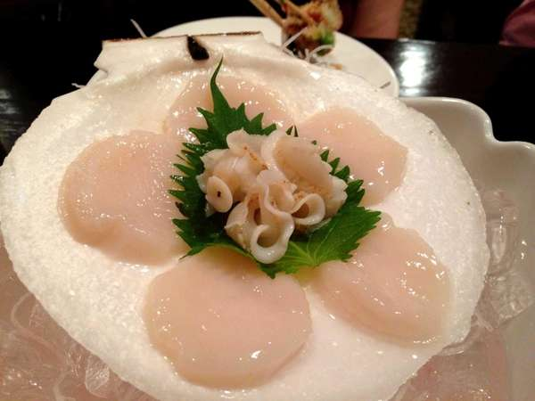 Live scallop sashimi at Hazuki in Glen Cove.