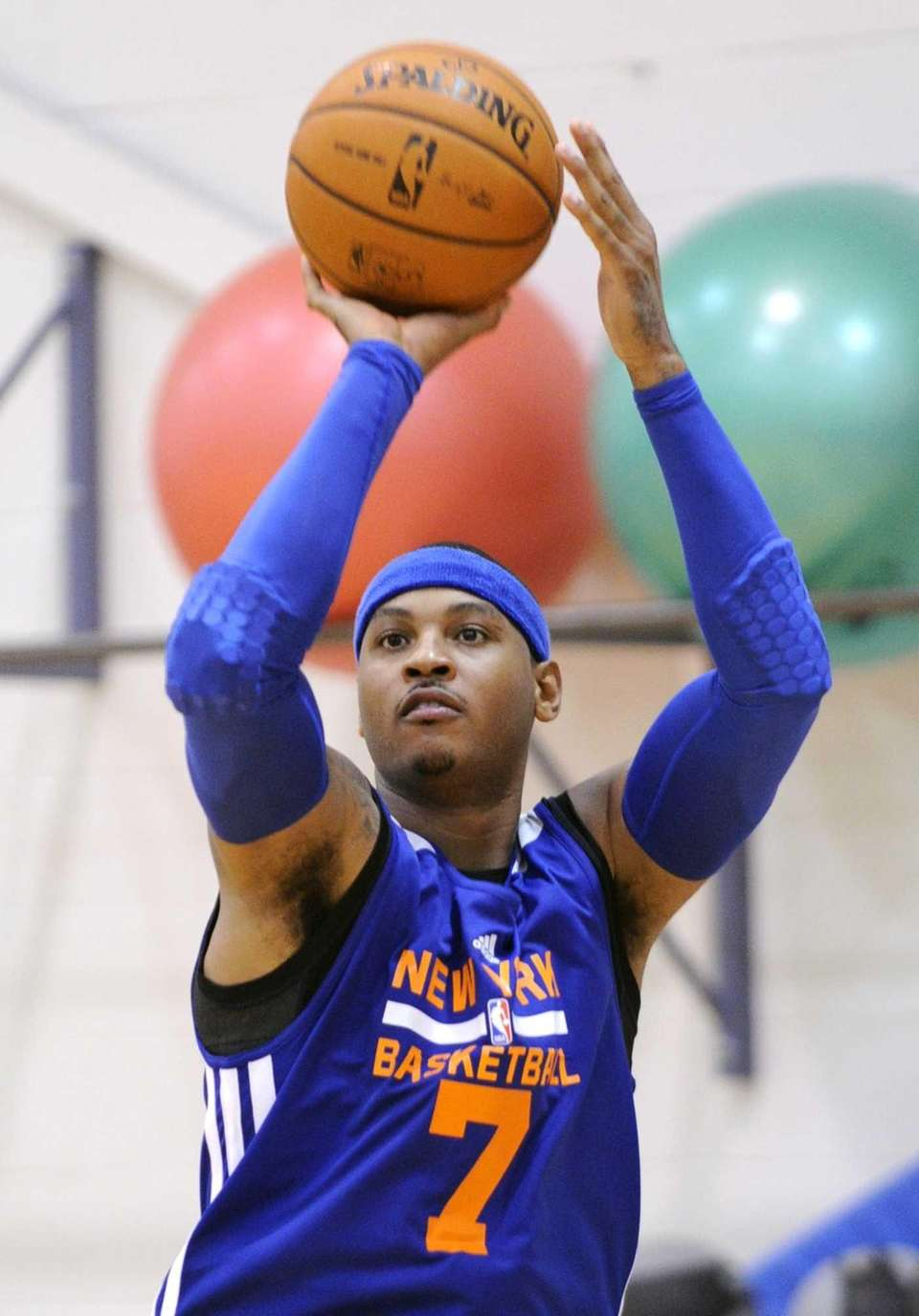 Carmelo Anthony shoots during training camp. (Oct. 1,