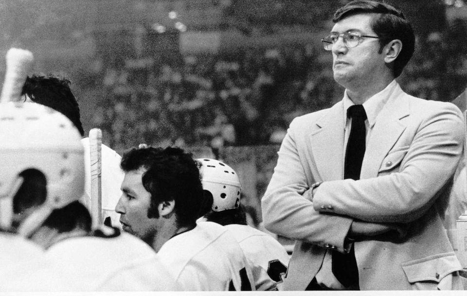 Islanders coach Al Arbour paces behind his team