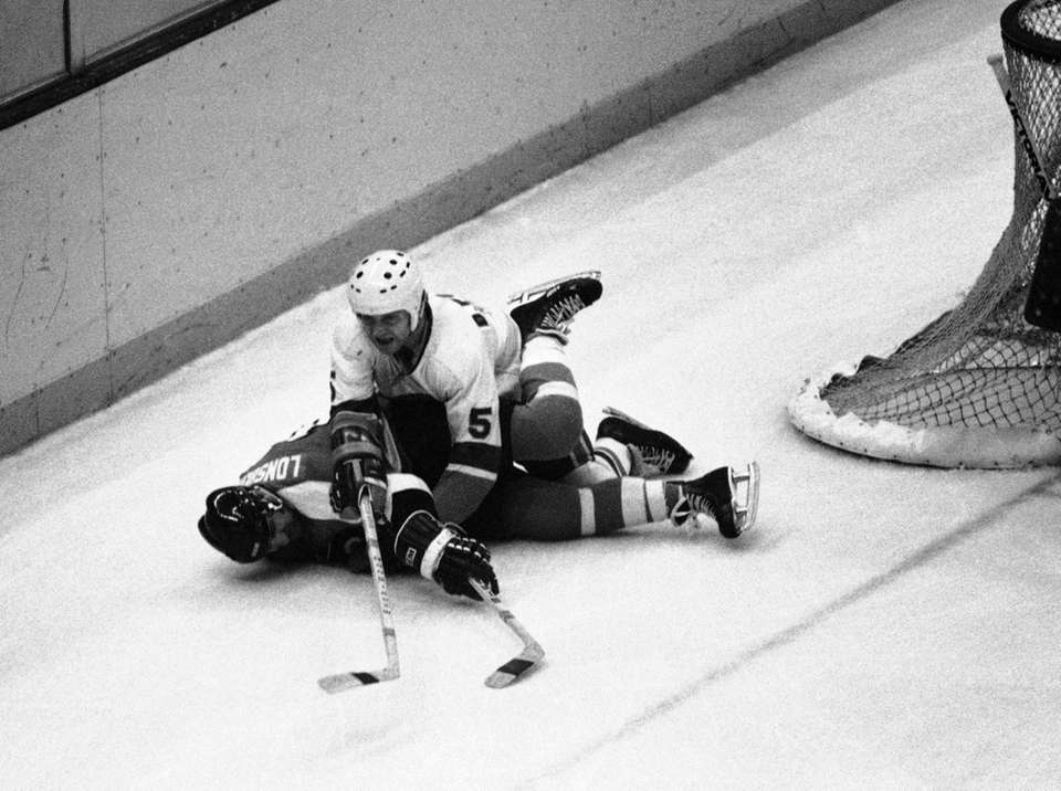 Denis Potvin crunches Philadelphia's Rose Lonsberry behind the