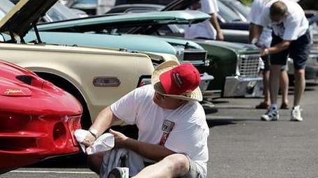 Bill Echols, of St. Charles, Ill., polishes the