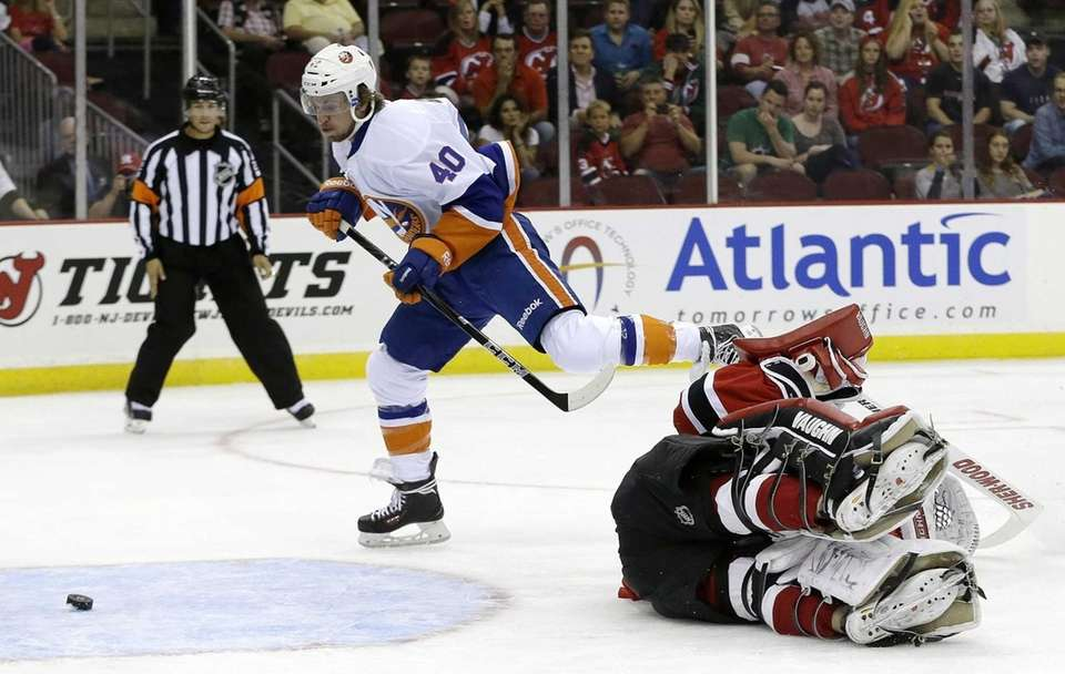 Islanders right wing Michael Grabner, left, scores a