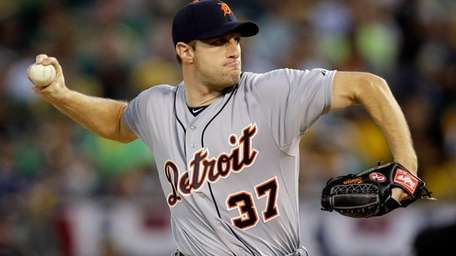 Max Scherzer of the Detroit Tigers throws a