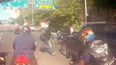 Bikers attack a Range Rover as a dispute