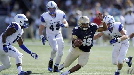 Navy quarterback Keenan Reynolds (no. 19) runs against
