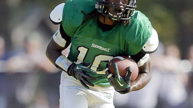 Farmingdale's Curtis Jenkins rushes for a long gain