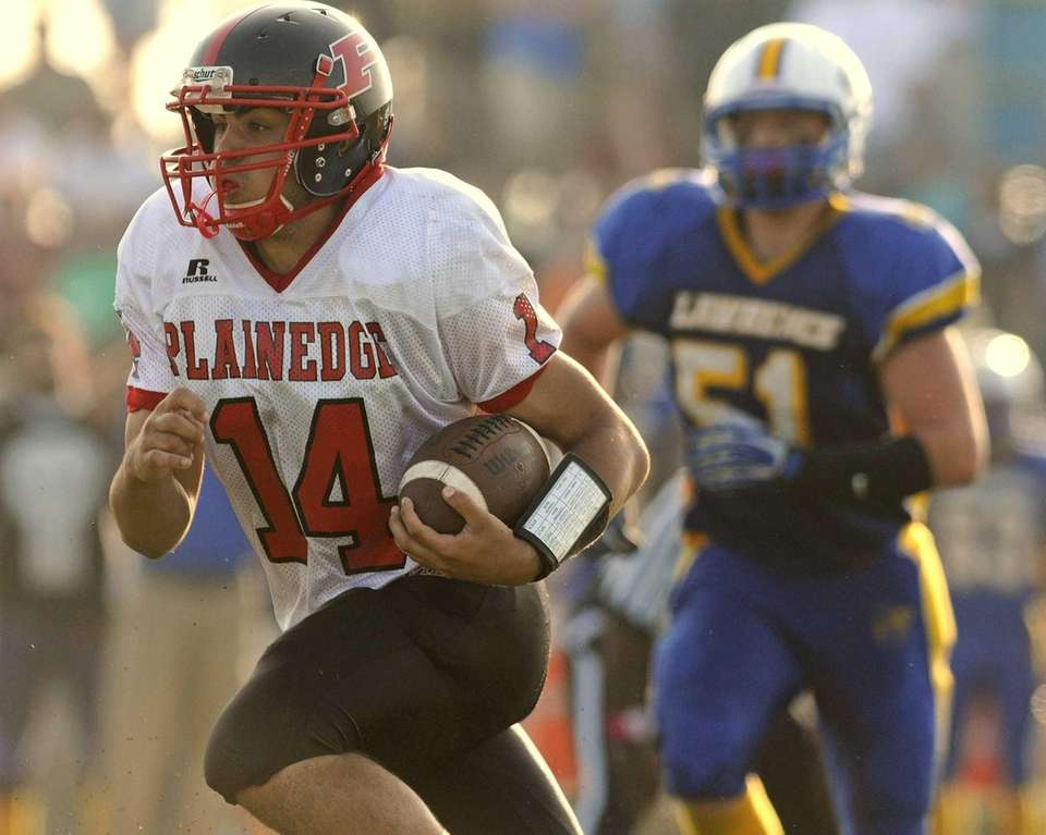 Plainedge's Davien Kuinlan rushes for a gain during