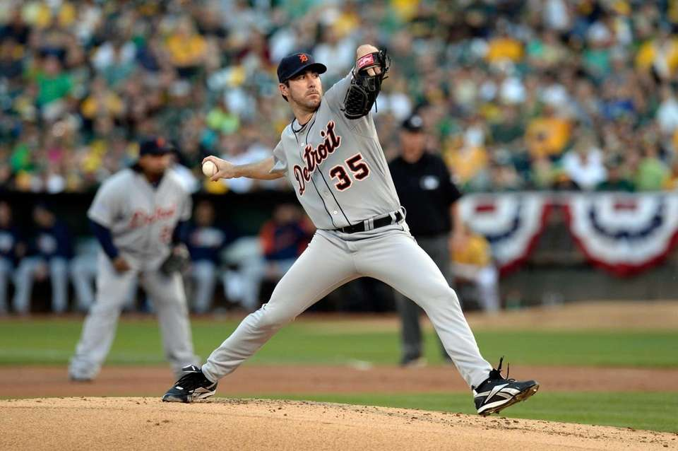 Justin Verlander of the Detroit Tigers throws a