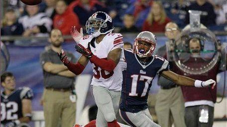 Giants defensive back Trumaine McBride (38) intercepts a