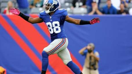 Hakeem Nicks celebrates his first-down catch in the