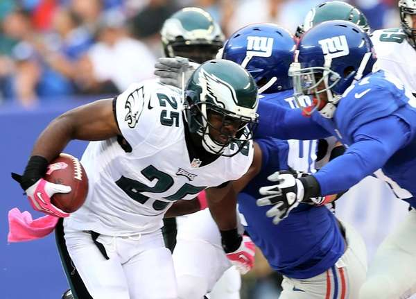 LeSean McCoy of the Philadelphia Eagles carries the