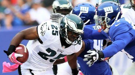 LeSean McCoy of the Philadelphia Eagles carries the
