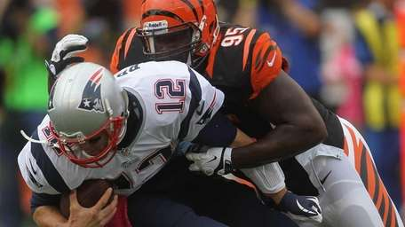 The Cincinnati Bengals' Wallace Gilberry sacks New England