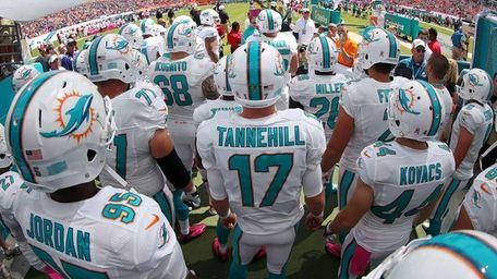 Miami Dolphins quarterback Ryan Tannehill gets ready to
