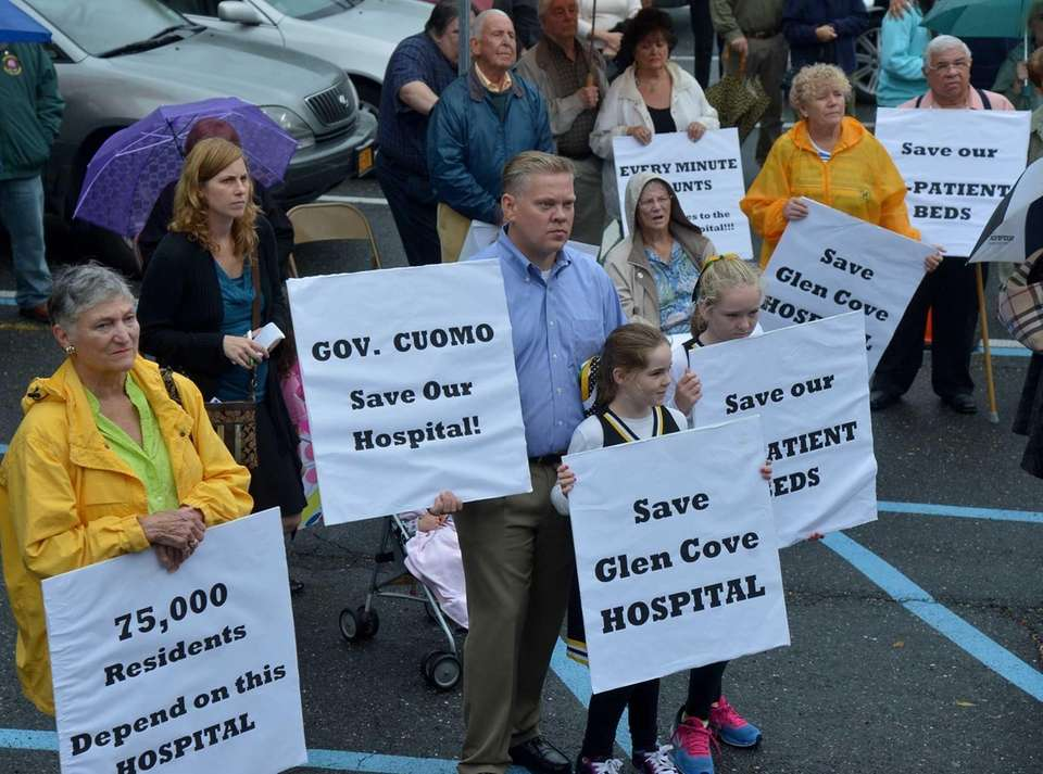 More than 100 North Shore residents, doctors and