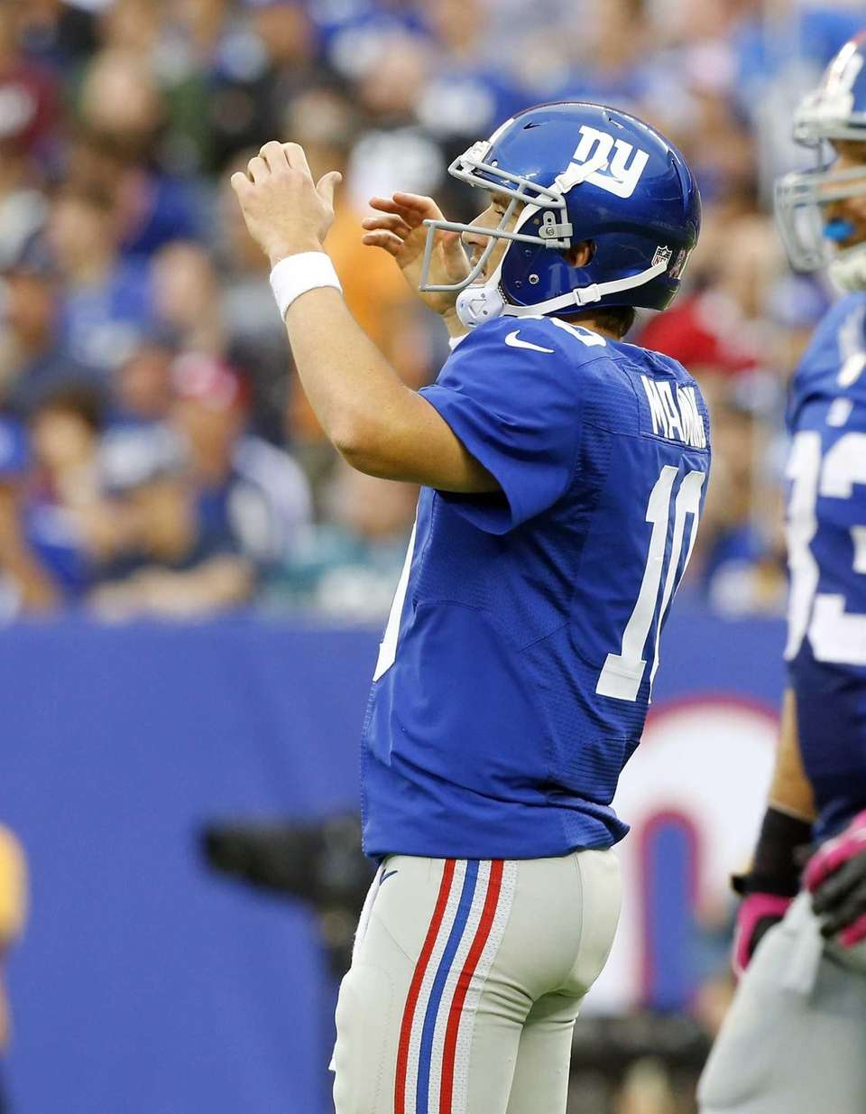 Giants quarterback Eli Manning reacts after throwing an