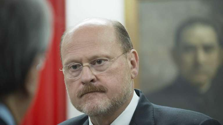 Republican mayoral nominee Joe Lhota speaks to community