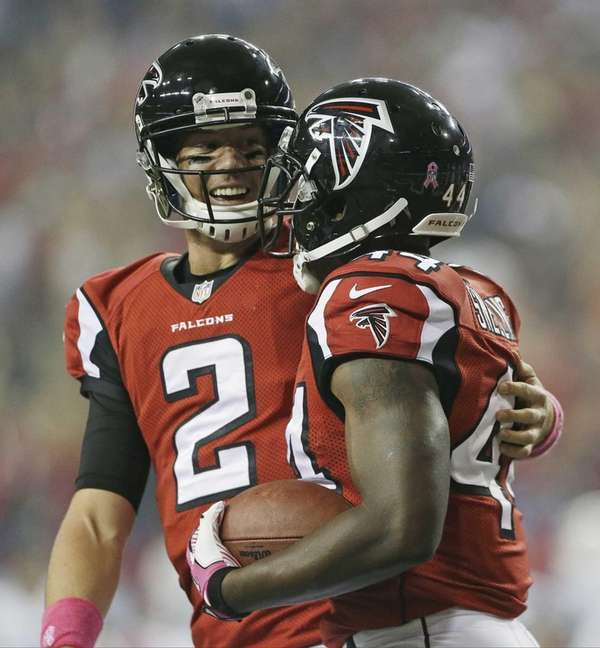 Atlanta Falcons quarterback Matt Ryan (2) congratulates Atlanta
