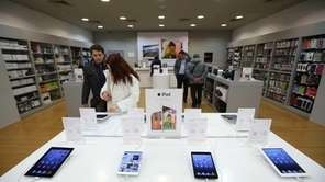Customers inspect Apple Inc. iPad and iPad mini