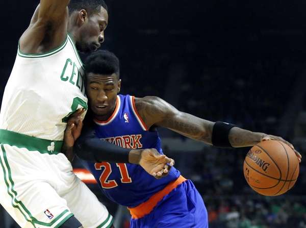 Knicks guard Iman Shumpert drives against Boston Celtics