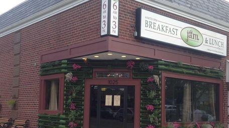 Jam is serving breakfast and lunch in Massapequa