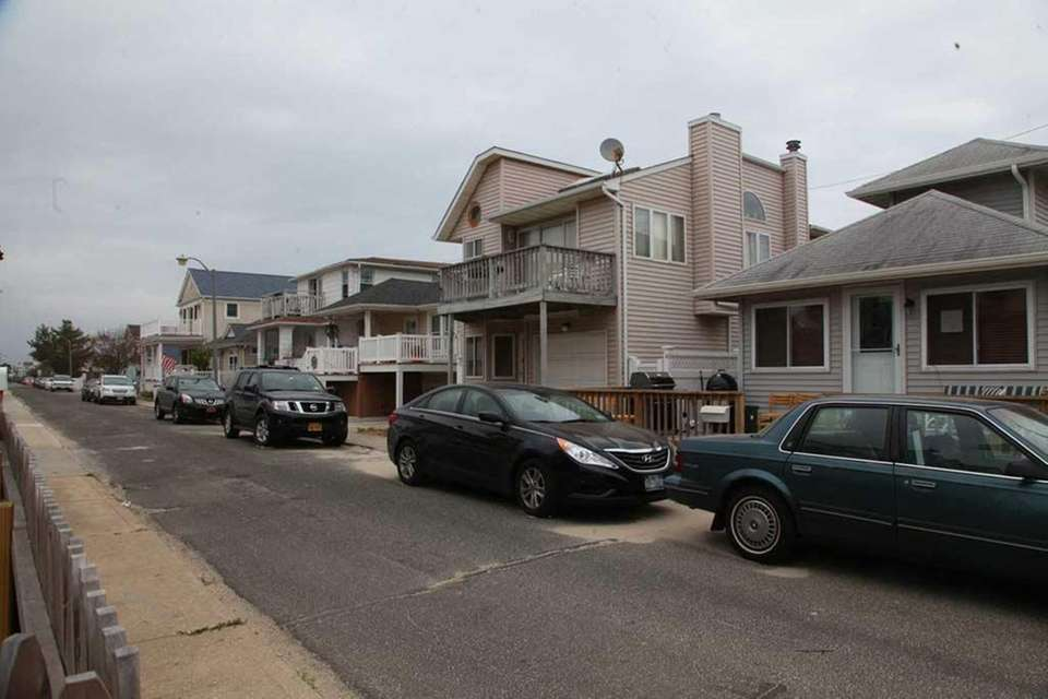 Michigan Street homes in Long Beach. (Oct 7,