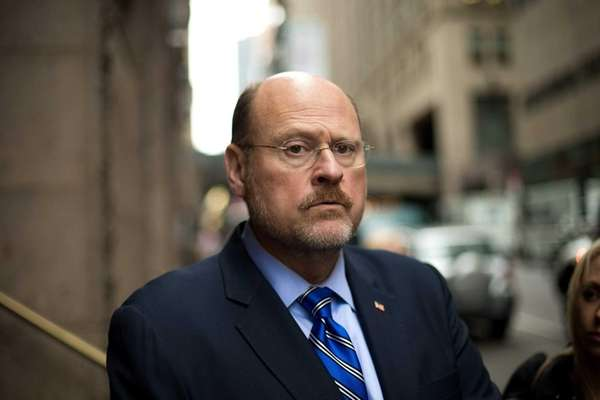 Joe Lhota enters 450 Lexington Ave. to meet