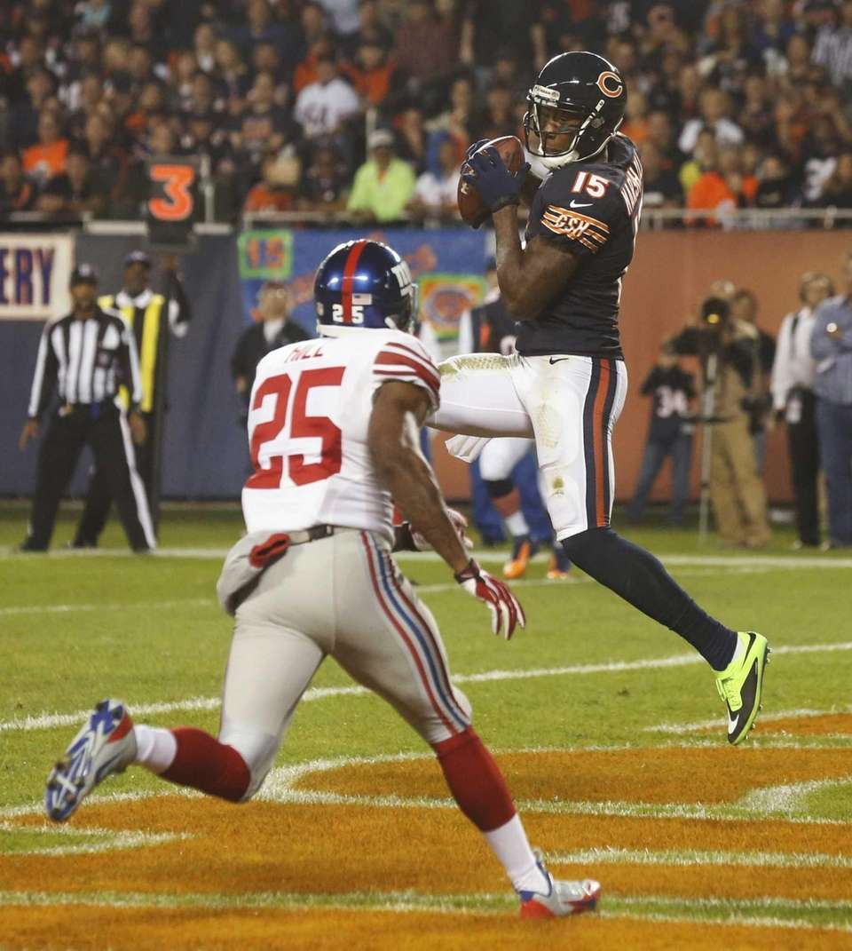 Chicago Bears wide receiver Brandon Marshall (15) makes