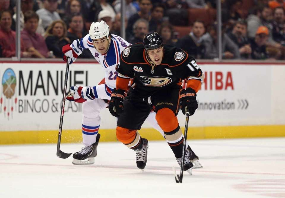 Ryan Getzlaf of the Anaheim Ducks is pursued