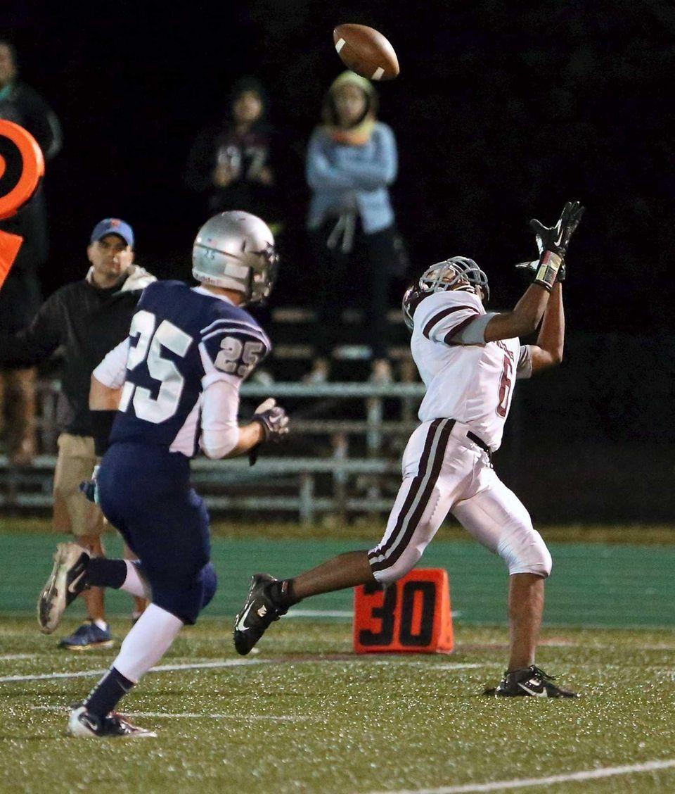Deer Park wide receiver Ayinde Briggs tries to
