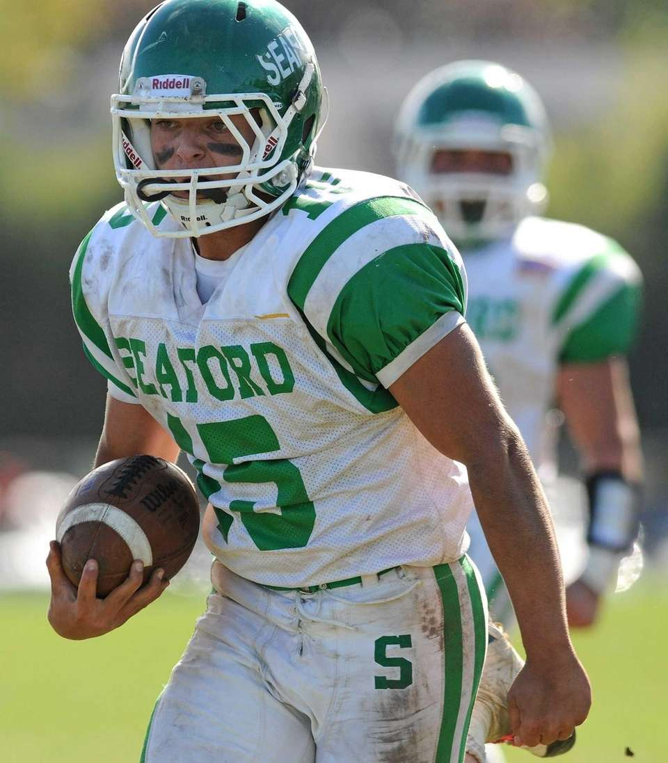 Seaford running back Nick Silvestri rushes for his