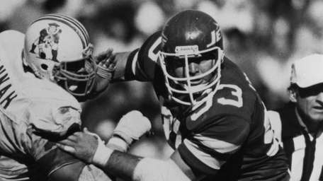 Jets defensive tackle Marty Lyons (93) tries to
