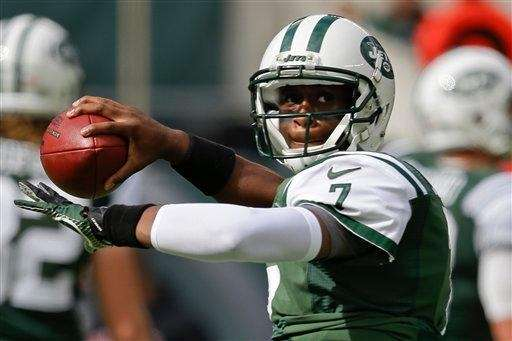 Geno Smith throws a pass during warmups before